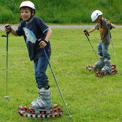 Grasskifahren im Sommer