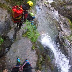 Steiler Weg beim Canyoning