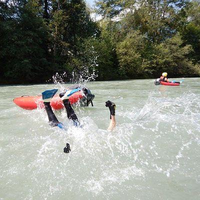 Sprung vom Riverbug ins Wasser